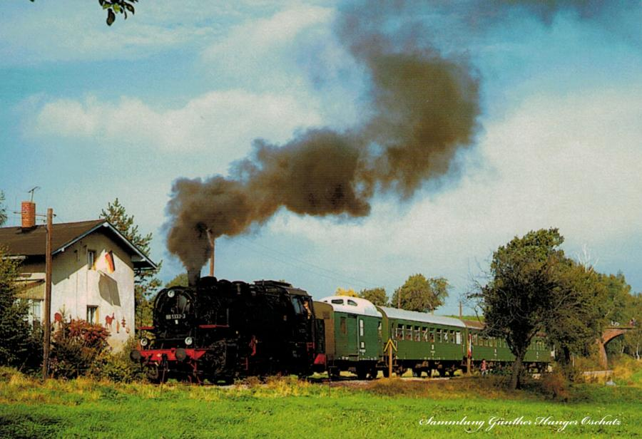 Güterzugtenderlokomotive 86 1333 auf Bergfahrt Richtung Narsdorf mit VSE-Sonderzug bei Breitenborn