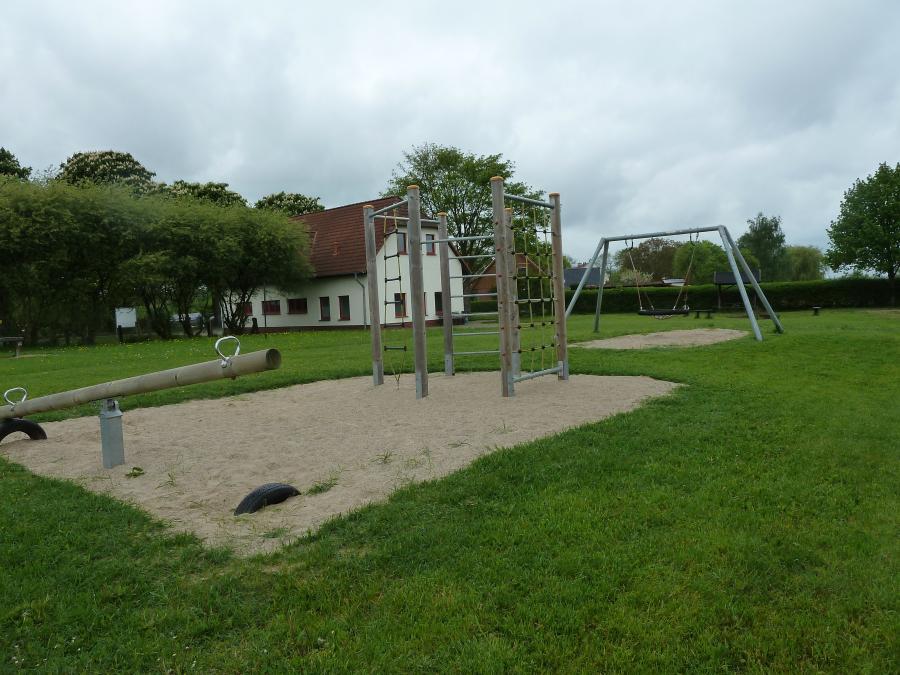 Spielplatz am Dorfgemeinschaftshaus