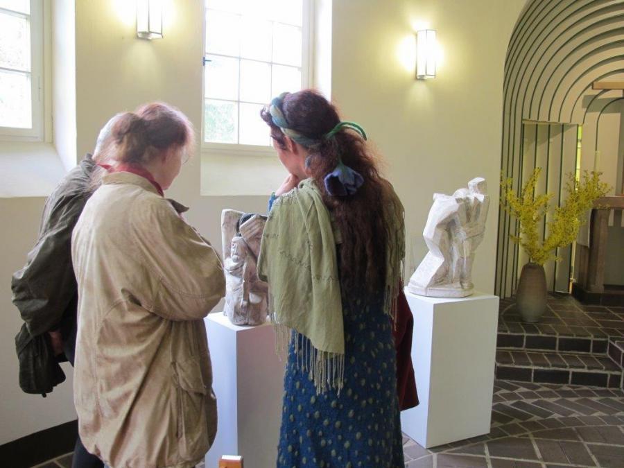 13. Kapellenabend Künstlergespräch Skulpturen zum Thema Abschied 1