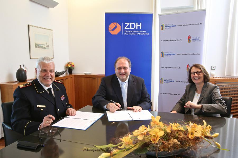 Unterzeichnung Kooperationsvereinbarung DFV-ZDH