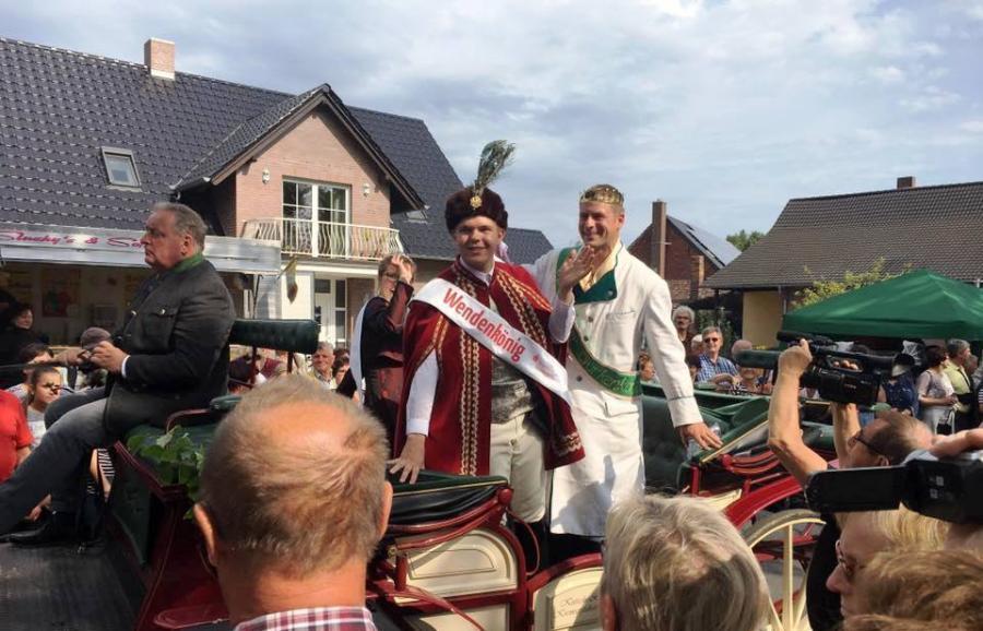 Beim Festumzug in Raddusch dabei: Gürkenkönig Christoph I.(1.v.r.)vom Gurkenhof Frehn in Schöneiche