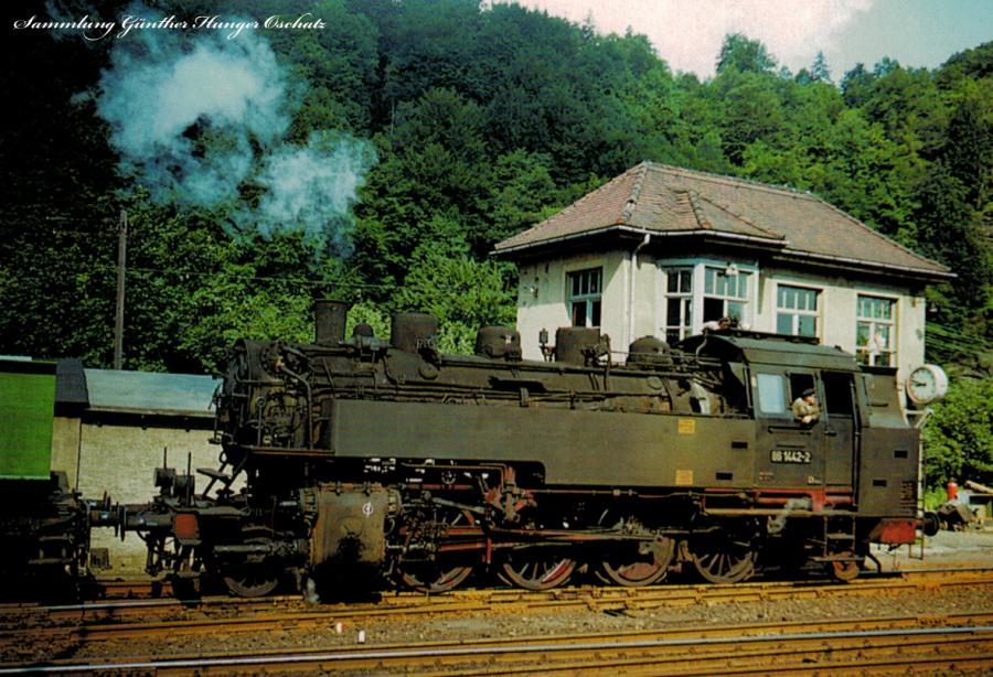 Güterzugdampflok 86 1442 mit Nahgüterzug nach Karl-Marx-Stadt-Hilbersdorf im Bahnhof Zschopau
