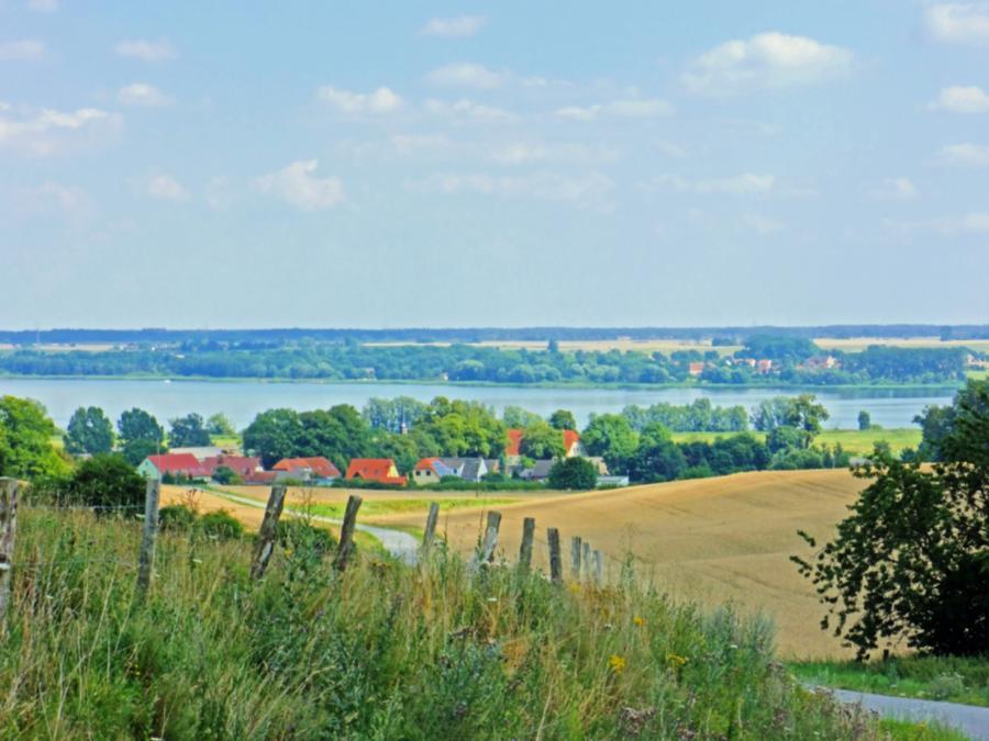 Blick auf Gorschendorf und den Kummerower See
