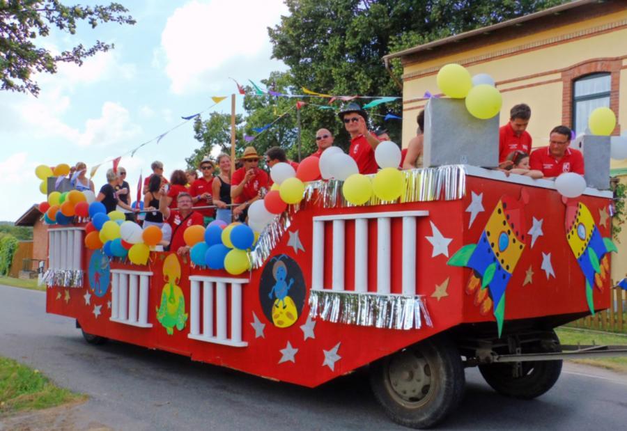 Umzug 700-Jahrfeier der Dörfer Gorschendorf, Gülitz und Salem, 26.7.2014 (1)