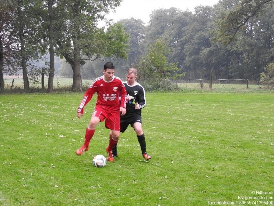 Lukas Eckfeld behauptet den Ball im Spiel gegen den FSV Germendorf