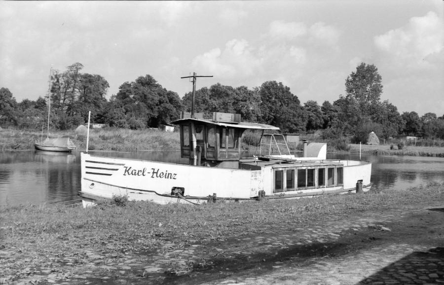 """""""MS Karl Heinz"""" im Neukalener Hafen, 1980 (2)"""