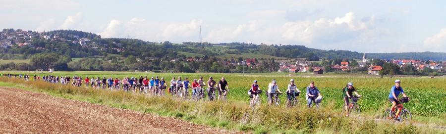 1.  Mehr als 70 Radlerinnen und Radler folgten der Einladung von Landrat Joachim Arnold und der Agenda Gruppe Verkehr Florstadt