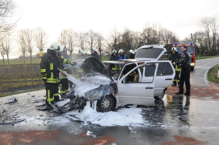 Fahrzeugbrand nach Verkehrsunfall auf der L109