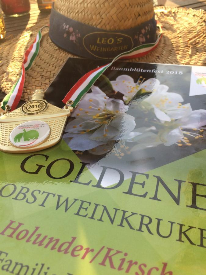Goldene Obstweinkruke