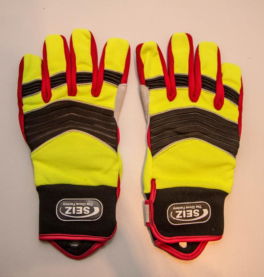 2015-11-10 16 Seiz Handschuhe Technische Hilfe