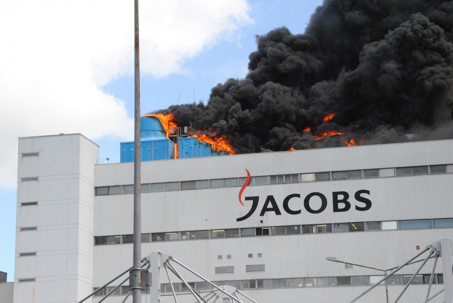 In 33 Metern Höhe war es auf dem Dach des Industriegebäudes zu einem Brand gekommen (Foto: Bunk/KFV Pinneberg)