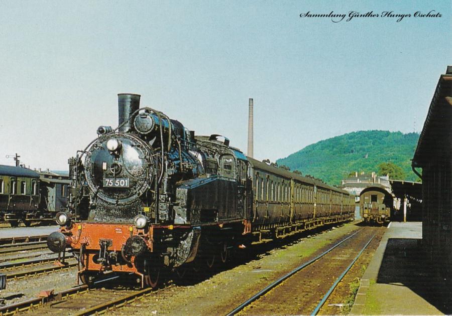 Personenzugdampflokomotive 75 501 wurde anlässlich einer DMV-Sonderfahrt auf dem Bahnhof Löbau in Fotoposition aufgestellt