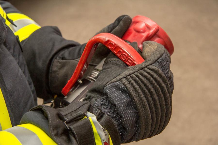 2015-11-10 17 Fire Fighter Handschuhe