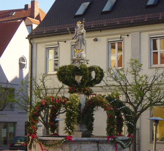 Geschmückter Osterbrunnen