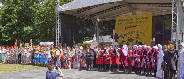 Eröffnungsbild Folklorelawine in Altdöbern