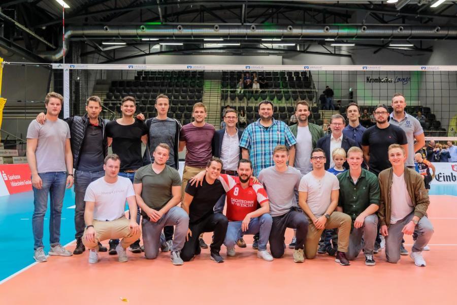Mannschaftsfoto nach dem Volleyballspiel