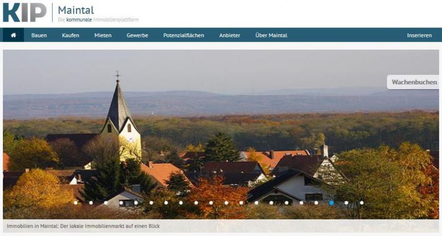 Externer Link zum Kommunalen Immobilienportal - KIP; Bild zeigt eine Vorschau-Ansicht zum KIP für Immobilien in Maintal; zu sehen ist die Kirche und ihre Umgebung in Maintal Wachenbuchen; Screenshot: www.kip.net/hessen/maintal