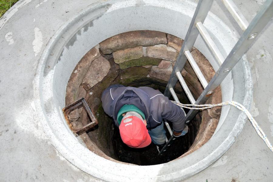 Wolfgang auf der Suche nach dem Brunnengeist
