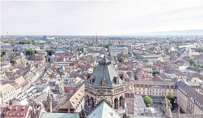 Blick von der Münsterplattform auf Straßburg
