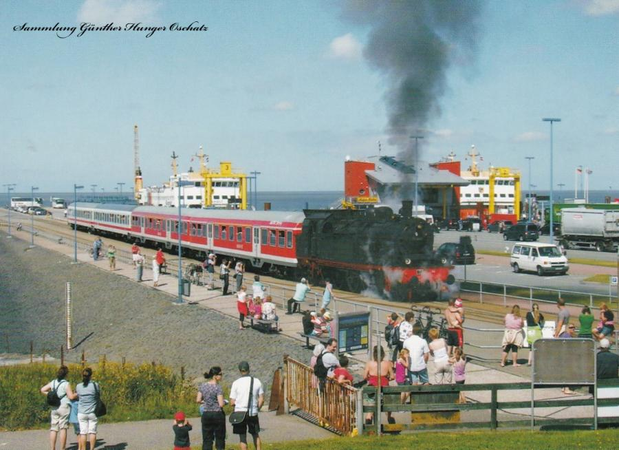78 468 (Eisenbahn Tradition e. V. Lengerich) mit Reisezug in Dagebüll Mole (Strecke Niebüll – Dagebüll)