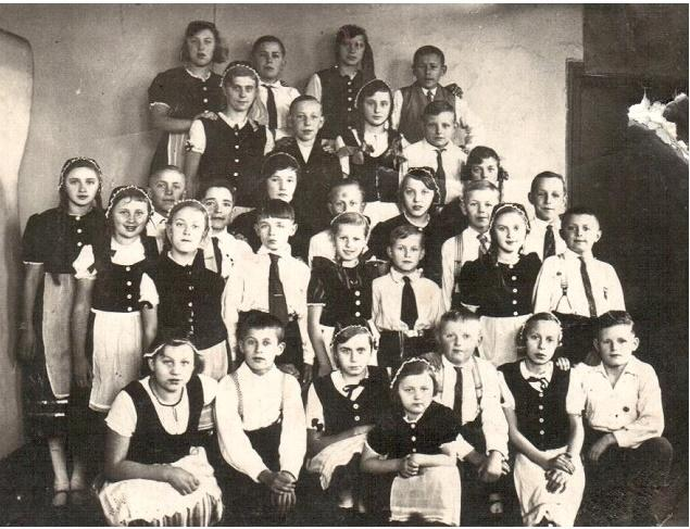 1934 Sülter Kinder in Folklore