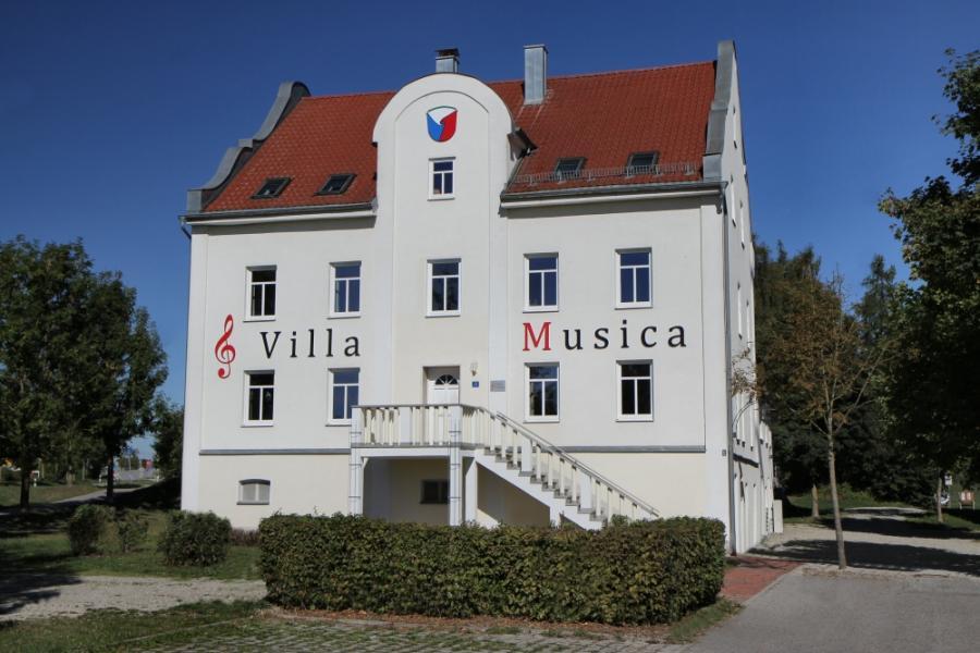 Die Villa Musica mit Schriftzug ab 2015