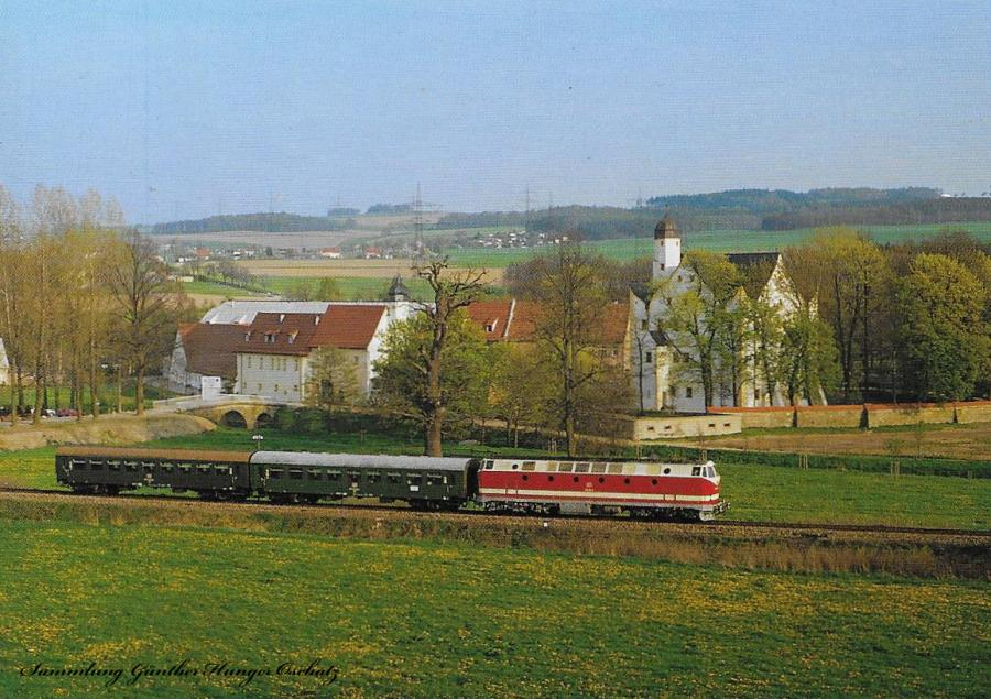 N 5990 mit BR 219 am Wasserschloß Klaffenbach