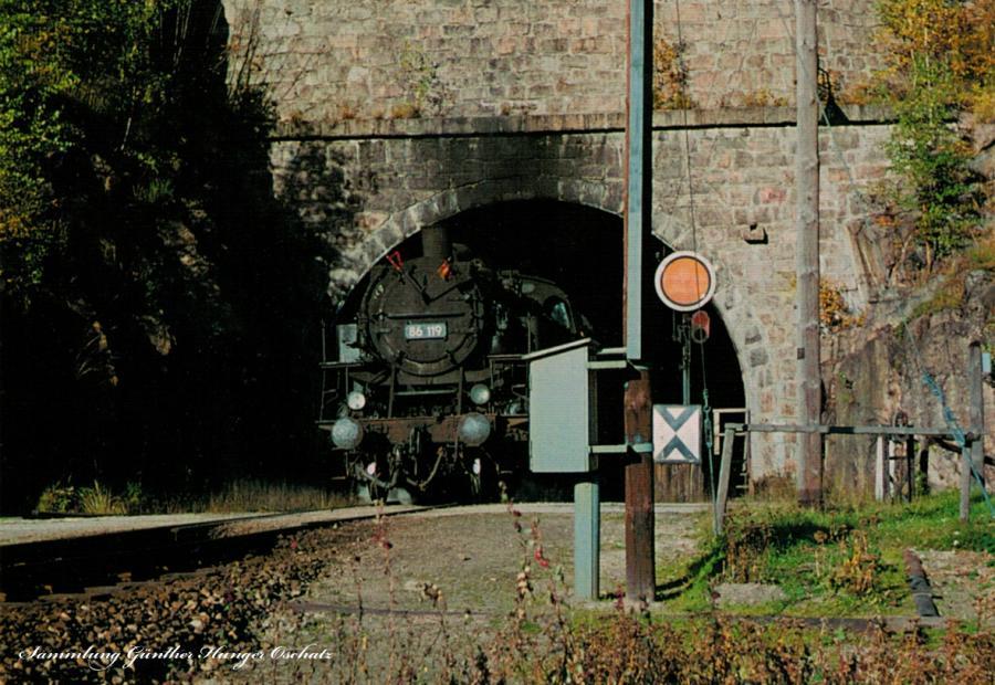 Güterzugdampflokomotive 86 119 verläßt Tunnel bei Schönheide-Ost