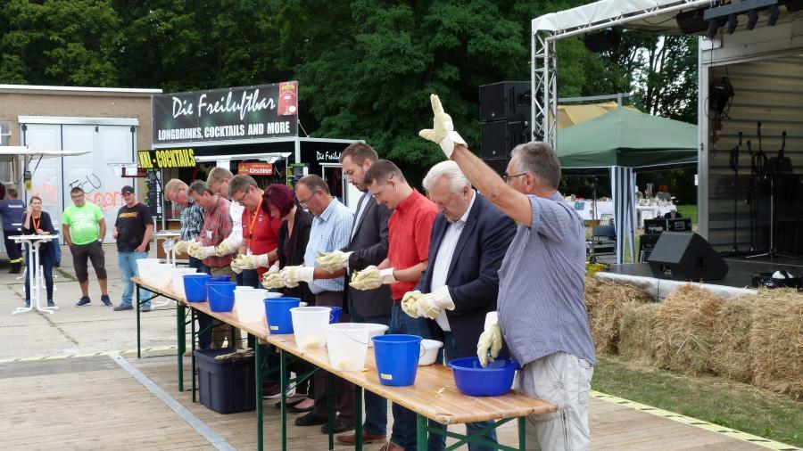 19. Regionalparkfest  - Kartoffelwettschälen