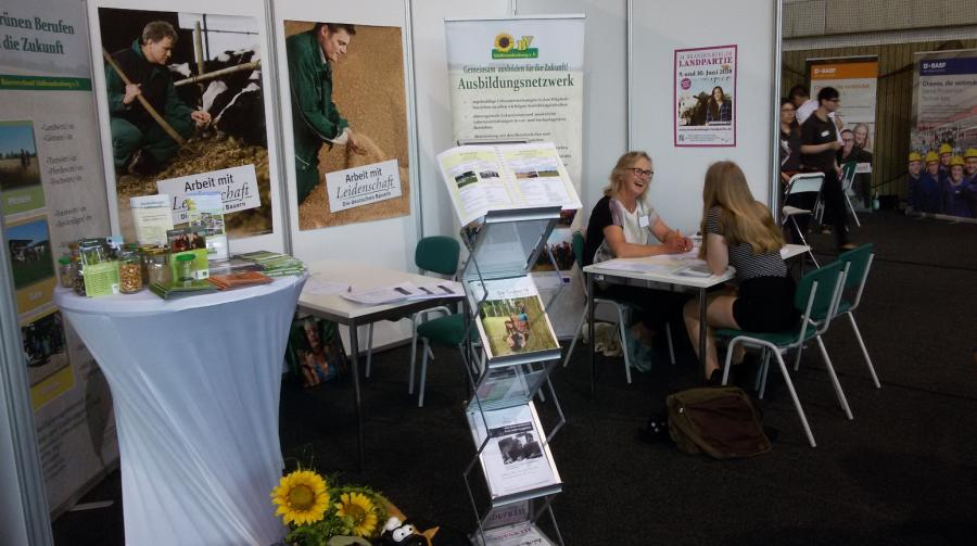 Schuler informieren sich über Grüne Berufeauf der Vocatium 2018