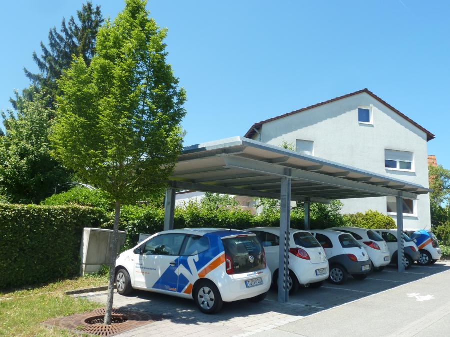 Fahrzeuge im Carport