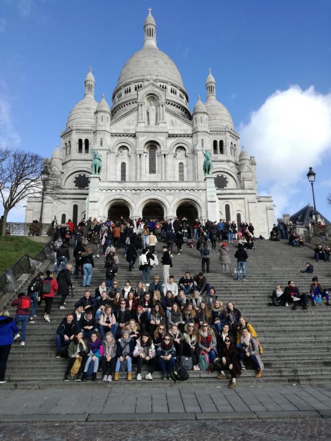 Domschüler vor Sacré-Coeur