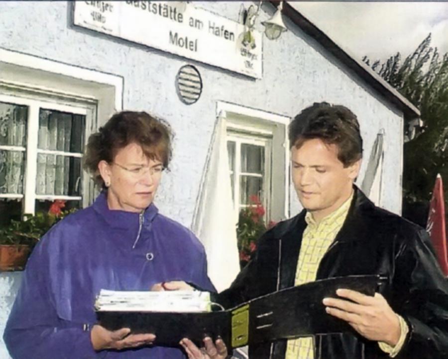 Am 1. Oktober 2004 übergab Frau Hildegard Schmidt ihre Hafengaststätte mit Motelbetrieb an ihre Tochter Christiane Orlowski nebst Ehemann Roman.