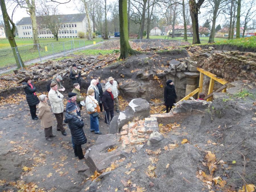 Besichtigung der Ausgrabung am Grottenberg Nov. 2013