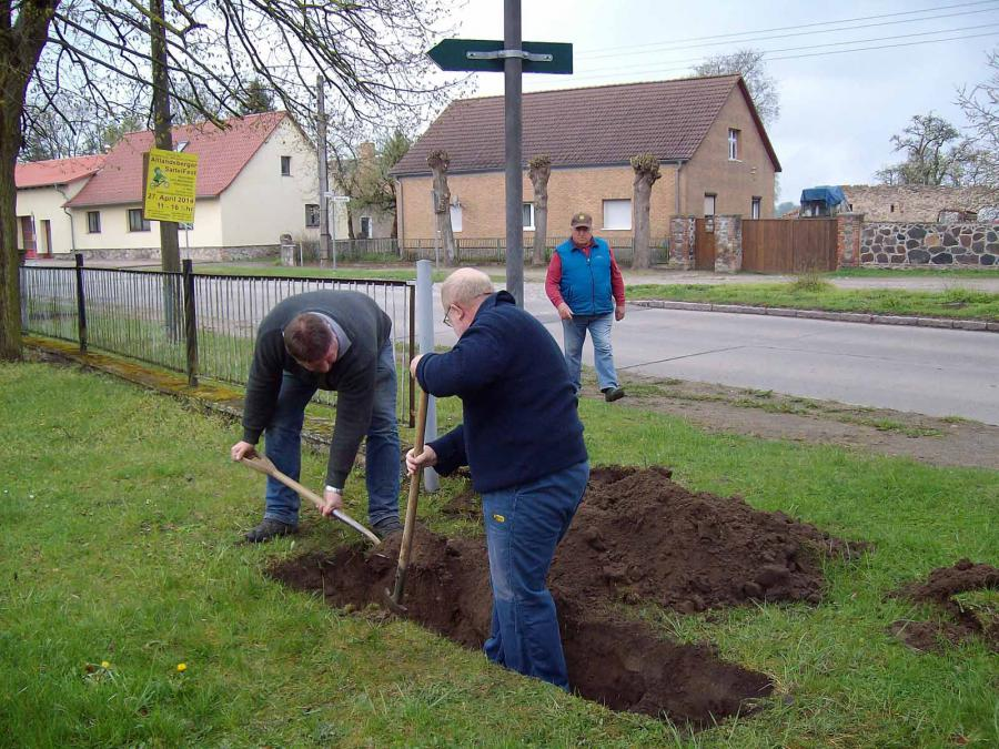 2014_Frühjahrsputz Rehfelde Dorf
