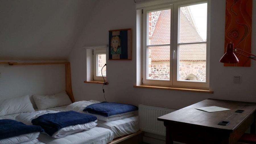 Mehrbettzimmer, 1 Doppelbett 1,60 x 2,00m, Matratzenlager mit 5 Matratzen 0,80 x 2,00m, Bad mit Dusche und WC