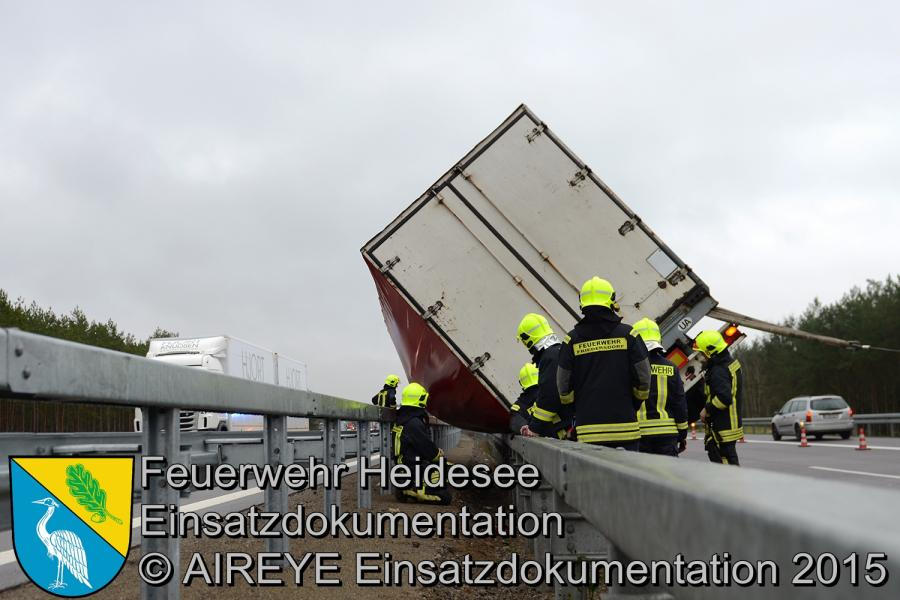 Einsatz 170/2015 | LKW auf Leitplanke | BAB 12 | 17.12.2015
