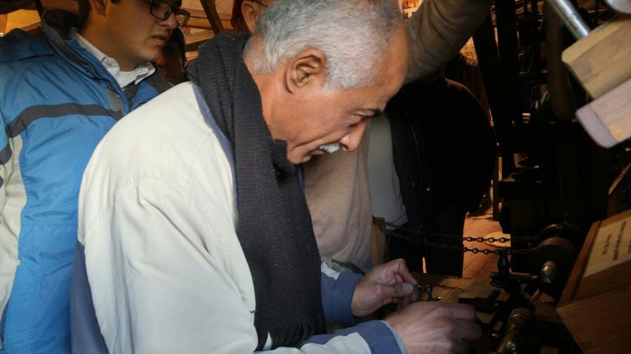 20160103_fachkundiger Syrer an altertümlicher Drehmaschine