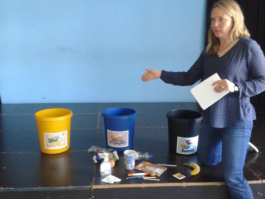 Jede Klasse hat nun vier Gefäße für Müll.