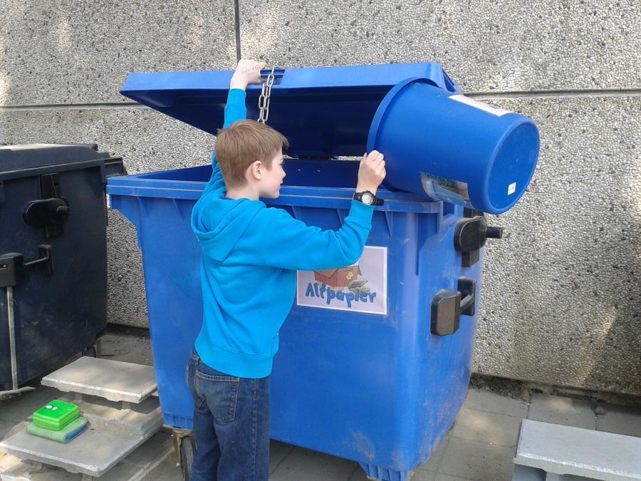 Erprobung der Mülltrennung mit den neuen Tonnen.
