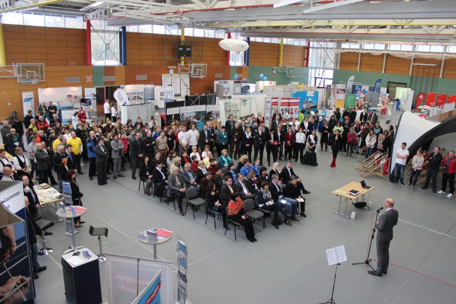 Herr Minister Tiefensee bei der Eröffnung der 5. Regionalmesse in der GutsMuths-Halle Neuhaus am Rennweg