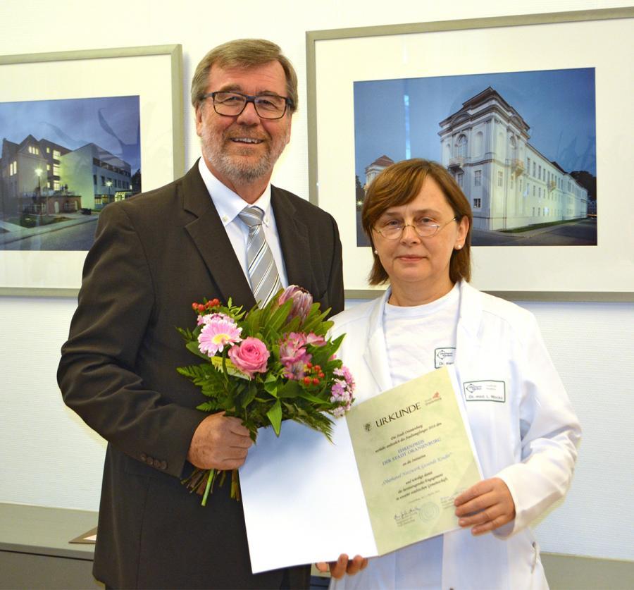 Dr. Lucia Wocko nahm den Ehrenpreis 2016 in der Kategorie Projekte für das Oberhavel Netzwerk Gesunde Kinder entgegen