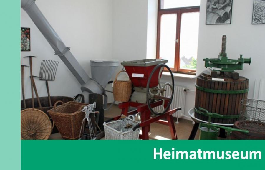 Externer Link zu Heimatmuseum; Bild zeigt Gegenstände zur Ortsgeschichte im Heimatmuseum