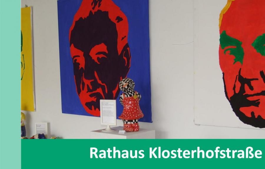 Link zu Rathaus Klosterhofstraße; Bild zeigt einige Kunstgegenstände im Rathaus