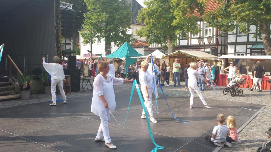 Tanz mit Schwungbändern 3