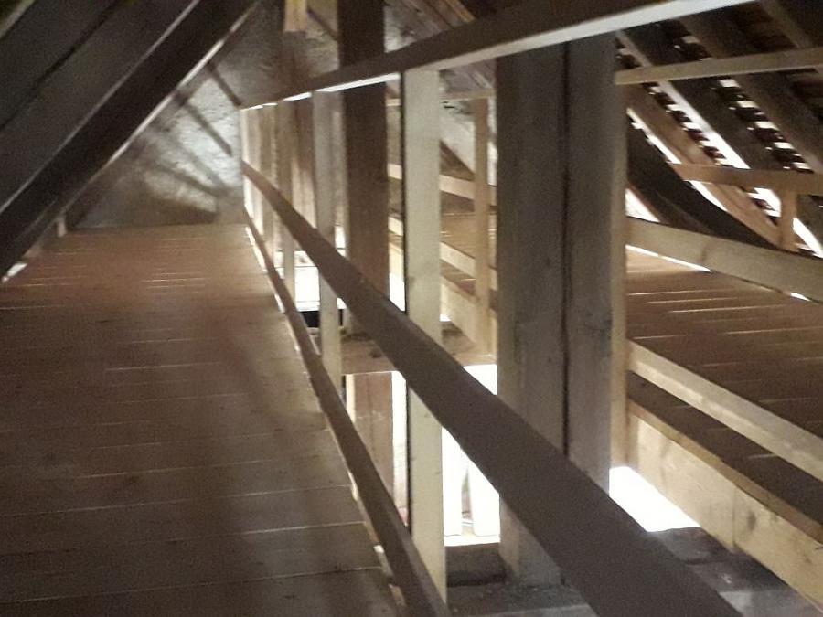 Petruskirche: Neuer Zwischensteg auf dem Dachboden