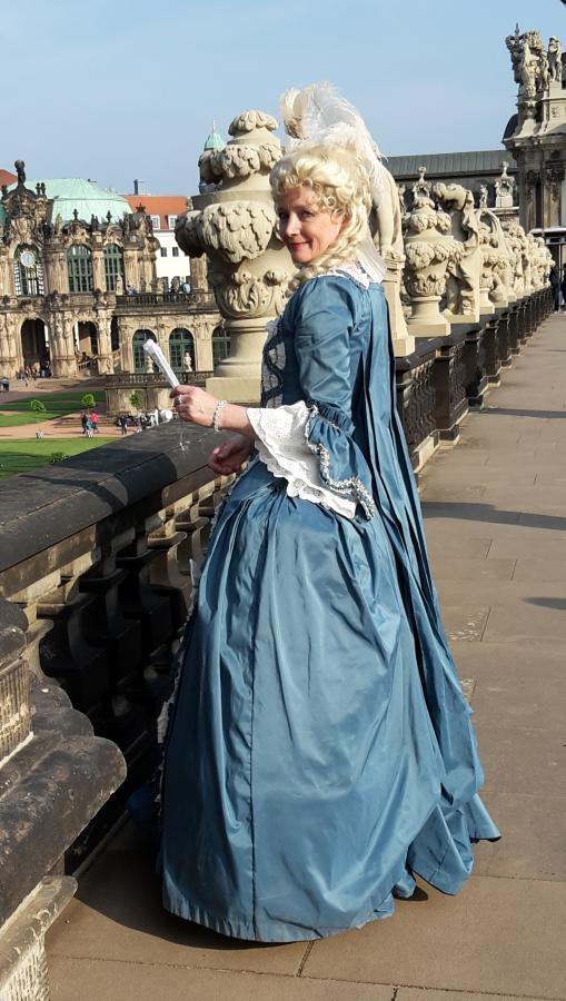 Robe a la Francaise blau Rückseite