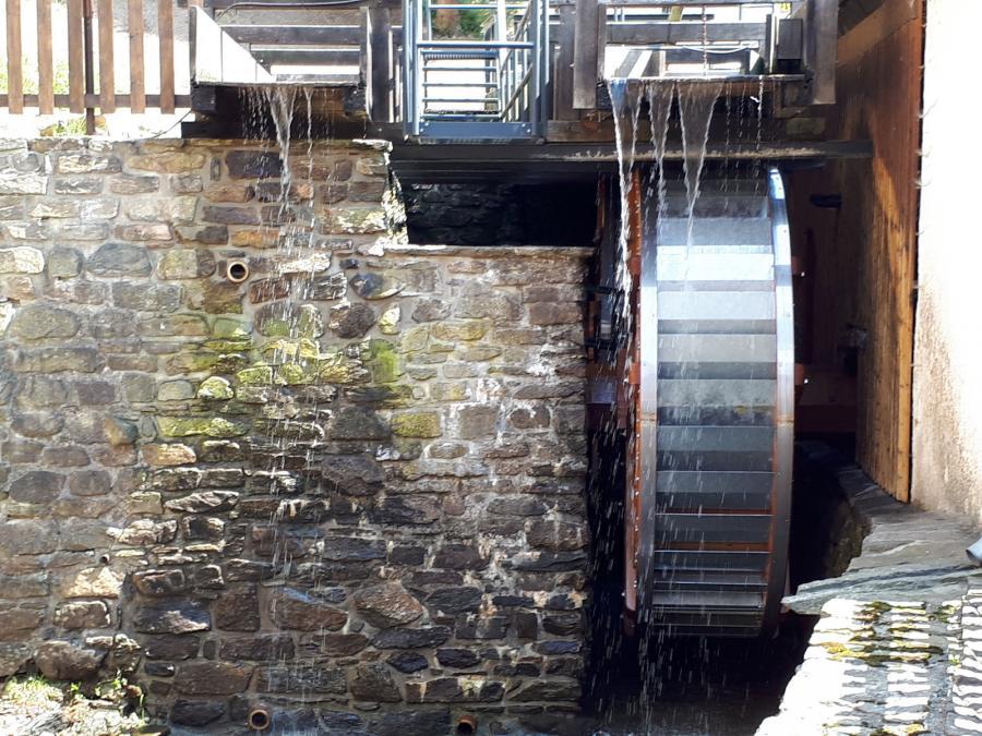 neu saniertes Wasserrad Museum Eisenhammer