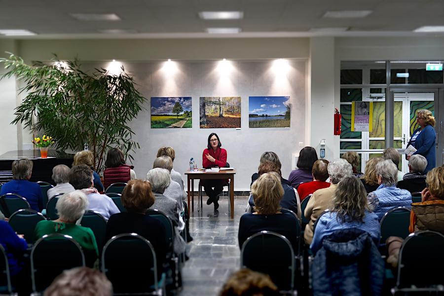 Christine von Brühl liest in der Stadtbibliothek