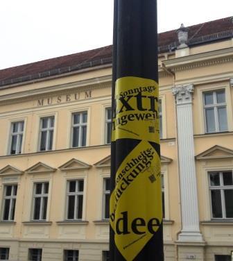 Aufkleber vor dem Museum Neuruppin